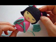 """Cómo tejer un """"obi"""" para una kokeshi amigurumi. - YouTube"""