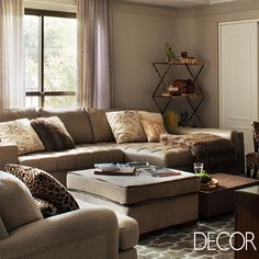Apartamento reformado ganha espaços para toda a família. Veja mais: www.revistadecor.com.br