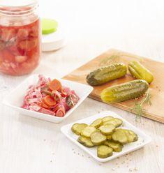 sůl chrání před kaznými bakteriemi po několik dnů, než se vytvoří dostatek konzervantu vpodobě kyseliny mléčné Kimchi, Dali, Vegetables, Food, Veggies, Essen, Vegetable Recipes, Yemek, Meals