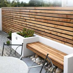 Can be use for front garden wall made of railway sleeps and pallets A Small Contemporary Garden - Woodpecker Gden and Landscape Designs Cerca Horizontal, Horizontal Fence, Outdoor Spaces, Outdoor Living, Outdoor Decor, Outdoor Furniture, Outdoor Seating, Wooden Garden Furniture, Outdoor Fire