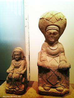 Damas Oferentes de aspecto arcaico y hierático.  Ladies Offerors, archaic-looking and hieratic face