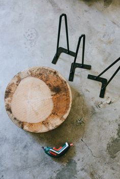 A Pair & A Spare | Quick DIY: Wood Slice Coffee Table