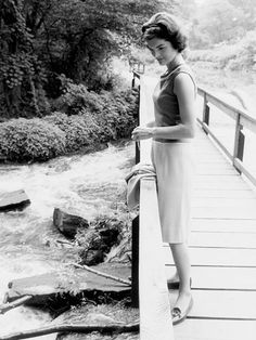"""""""She had been called the worlds most beautiful woman… Yet she wasn't a perfect beauty…It was her inner beauty and strength, her near royal bearing, her quiet intelligence that people saw and reacted to, that made her the near mythical figure she has become in the eyes of the world""""   — Jacques Lowe, talking about Jacqueline Kennedy (photo: 1959)"""