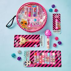 Get all dolled up with Surprise cosmetic sets! Disney Frozen Toys, Studios D'art, Frozen Headband, Personalised Gifts Diy, Shopkins Season, Crochet Case, Cute Fantasy Creatures, Colorful Backpacks, Frozen Elsa And Anna