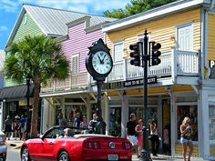 Duval street in Key West: Best party street i ever been.lots of fun! Key West Florida, Florida Keys, South Florida, Vacation Places, Places To Travel, Places To Go, Florida Sunshine, Sunshine State, Visit Florida