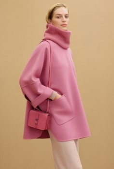 Find tips and tricks, amazing ideas for Ready to wear. Discover and try out new things about Ready to wear site Fashion 2020, Fashion News, Fashion Outfits, Womens Fashion, Fashion Trends, Fashion Hacks, Runway Fashion, Mode Pastel, Coats For Women