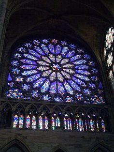 El árbol de Jesé. Vidriera del rosetón norte de la Iglesia de Saint-Denis. Francia.