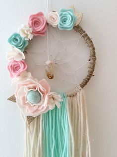 This Floral Bohemian Dream catchers is the perfect decoration for your childs bedroom. It is believed that the carefully woven web inside this dream catcher w Diy And Crafts, Crafts For Kids, Arts And Crafts, Dream Catcher Boho, Dream Catchers, Unicorn Party, Felt Flowers, Craft Projects, Decoration