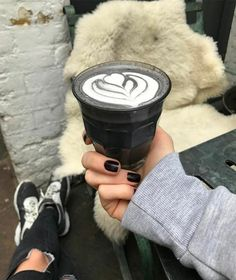 charcoal latte - This charcoal latte has a gothic black color, making it the assumed rival of all rainbow-colored unicorn food products, including the limited editi. Coffee Latte, My Coffee, Coffee Drinks, Coffee Truck, Coffee Shops, Natural Detox Water, Black Heart Emoji, Hipster Food, Matte Black