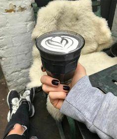 """Nueva tendencia en cafeterías """"Black latte"""""""