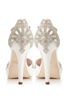 Emmy London is a celebration of luxury bridal shoes, occasion shoes and bridal accessories. Perfect for modern brides, wedding guests and big day events. Cinderella Wedding Shoes, Lolita Mode, Chic Vintage Brides, Vintage Style, Bridal Sandals, Ivory Sandals, Shoes Sandals, Sandals Wedding, Party Shoes