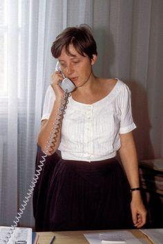 1990. Az egykori NDK minisztertanácsának helyettes kormányszóvivője, Angela Merkel.