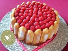 Recipe of charlotte with raspberries with an aerated mousse without gelatin. Charlotte Dessert, Charlotte Au Fruit, Charlotte Cake, Köstliche Desserts, Dessert Recipes, Mousse, Chocolate Raspberry Cake, Biscuits Roses, Gelatine