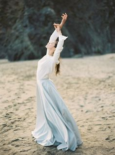 Romantic Beach Bridal Inspiration | Julie Kay Kelly | Erich McVey Workshop | Bridal Musings Wedding Blog