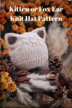 Adorable kitten or fox ear knit hat pattern. This is seriously to cute! #knit #knittingpattern #knithatpattern #knitkittyearshat #hat #ad