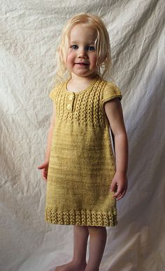 Goldilocks pattern by Justyna Lorkowska tunic or dress, top down Source by neslihanoztin The post Goldilocks pattern by Justyna Lorkowska appeared first on Do It Yourself Fashion. Knitting For Kids, Baby Knitting Patterns, Free Knitting, Knit Baby Dress, Knitted Baby Clothes, Ropa Free People, Crochet Baby, Knit Crochet, Kids Patterns