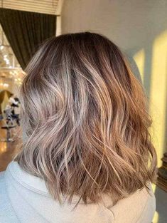 Golden Blonde Medium Haircuts for Women in Year 2020 Medium Hair Styles For Women, Haircuts For Medium Hair, Hairstyles Haircuts, Stylish Hairstyles, Medium Hairstyles, Long Hair Styles, Blonde Hair Colour Shades, Hair Color Highlights, Golden Blonde Hair