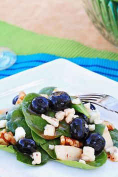 This flavorful spinach salad recipe incorporates gorgonzola, walnuts, and cherries for a full-on taste explosion. If you like highly flavore. Great Recipes, Snack Recipes, Favorite Recipes, Healthy Recipes, Snacks, Clean Eating, Healthy Eating, Healthy Food, Spinach Salad Recipes
