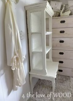 4 the love of wood: HOW TO REUSE OLD WINDOWS - lovely french shelf--Christy used windows as the sides of this shelving unit. She is super creative. Diy Furniture Redo, Furniture Logo, Steel Furniture, Repurposed Furniture, Shabby Chic Furniture, Furniture Projects, Repurposed Shutters, Furniture Assembly, Furniture Online