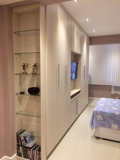guarda roupa Room Planning, Bedroom Closet Design, Bedroom Cupboards, Condo Interior, Wardrobe Design Bedroom, Small Bedroom Furniture, Tv In Bedroom, Home Interior Design, Master Bedrooms Decor