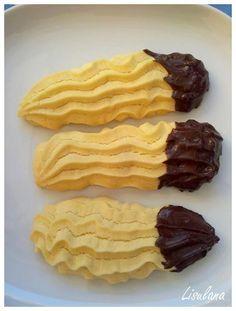 """Parce que {Sans gluten} ne rime pas avec """"Sans gourmandise"""" .... Sablés type """"Sprits"""": Ingrédients: 230g de farine de riz 1/2 complet 180g de margarine 80g de sucre 1 oeuf entier extrait de vanille Préparation: Mettre la margarine dans un saladier et..."""