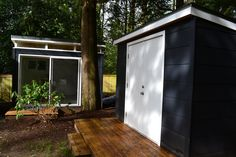 Modern-Shed home office, left, and storage shed Guest Houses, Tiny Houses, White Salmon, Modern Shed, Backyard Office, Free Shed Plans, Tree House Designs, Sheds, Farmhouse Decor