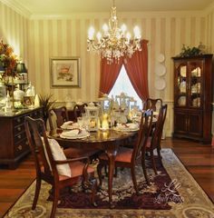 Christmas Dining Room ;) http://lovelylivings.com/2014/12/24/have-yourself-a-merry-little-christmas/