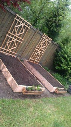 18 Amazing DIY Raised Garden Beds Ideas - Onechitecture DIY Garden Yard Art When growing your own la Veg Garden, Garden Types, Garden Planters, Vegetable Gardening, Terrace Garden, Vegetable Ideas, Potager Garden, Small Yard Vegetable Garden Ideas, Small Garden Bed Ideas