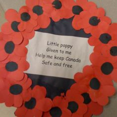 Remembrance Day wreath with poem Remembrance Day Activities, Remembrance Day Art, Fall Crafts, Holiday Crafts, Art For Kids, Crafts For Kids, Poppy Craft, Anzac Day, Holiday Activities