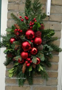 Christmas Flower Decorations, Christmas Flower Arrangements, Christmas Planters, Christmas Swags, Xmas Wreaths, Christmas Flowers, Christmas Centerpieces, Christmas Diy, Christmas Ornaments