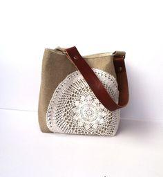 Linen Burlap Hobo Bag Vintage Doily Small by JuneberryStitches Hessian Bags, Jute Bags, Diy Handbag, Diy Purse, Handmade Clothes, Handmade Bags, Macrame Bag, Craft Bags, Patchwork Bags