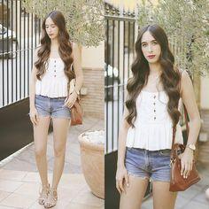 Get this look: http://lb.nu/look/8339650  More looks by María Rubio: http://lb.nu/mariarubio  Items in this look:  Zara Top, Levi's® Shorts, Mango Bag, Zara Sandals   #casual #preppy #romantic