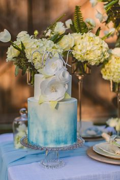 blue water color cake @weddingchicks