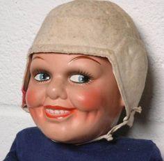 These 17 Creepy Vintage Dolls Have Eyes That Will Burn A Hole Straight Through Your Soul. Creepy Toys, Weird Toys, Scary Dolls, Creepy Faces, Creepy Art, Creepy Vintage, Valley Of The Dolls, Doll Parts, Doll Head