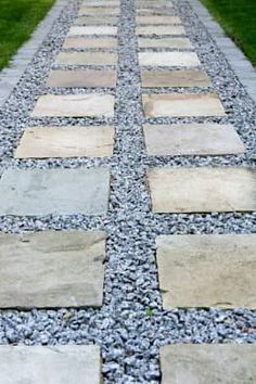 Sandstone & Aggregate Path: modern Garden by Earth Designs