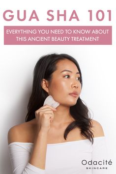 """Used for centuries in Chinese medicine, Gua Sha is a magical remedy thanks to its many properties as an aesthetic and detoxifying beauty tool. Gua Sha refers to this ancient technique for massaging the face in a """"scraping"""" motion. This effective treatment Technique Massage, How To Clear Pimples, Anti Aging, Beauty Hacks For Teens, The Face, Ancient Beauty, Face Contouring, Chinese Medicine, Beauty Routines"""