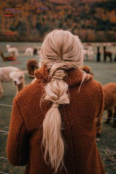 Llamas and Apple Picking - Barefoot Blonde by Amber Fillerup.- Llamas and Apple Picking – Barefoot Blonde by Amber Fillerup Clark Messy Hairstyles, Pretty Hairstyles, Teenage Hairstyles, Travel Hairstyles, Toddler Hairstyles, Indian Hairstyles, Bandana Hairstyles, Trending Hairstyles, Updo Hairstyle