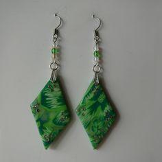 Krásné náušnice v zelených tónech ve tvaru kosočtverců s kamínky. Drop Earrings, Jewelry, Fashion, Moda, Jewlery, Jewerly, Fashion Styles, Schmuck, Drop Earring