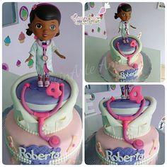 A Roberta le encanta la Dra. Juguetes y por eso eligió este tema para celebrar sus 4 añitos!!! (La figura es juguete)  Felicidades!! 😘👑🎁🍰🎂🎉😍🎈💜🎀