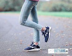 WOMENSAIRMAX Instagram posts