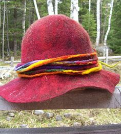 Gallery.ru / Фото #47 - MARJOLEIN DALLINGA - renew Felt Hat, Wool Felt, Half Gloves, Flower Hats, Knit Picks, Cool Hats, Felt Fabric, Nuno Felting, Felt Dolls