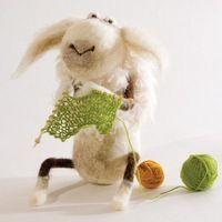 A knitting goat! Creepy Toys, Felt Coasters, Monster Toys, Gothic Dolls, Felt Diy, Ooak Dolls, Needle Felting, Wool Felting, Pet Toys