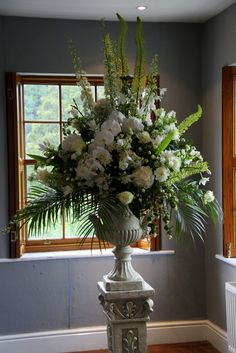 This English style pedestal design is so luscious, we've used an array of superb blooms to create this breathtaking design, I love all white...