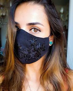 Inspire-se: Máscaras para eventos sociais Mouth Mask Fashion, Fashion Face Mask, Diy Mask, Diy Face Mask, Mouth Mask Design, Rave Mask, Bridal Mask, Half Face Mask, Diy Couture