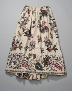 Rok van Indiase sits met randdessin, ca. 18th Century Dress, 18th Century Costume, 18th Century Clothing, Antique Clothing, Historical Clothing, Textiles, Vintage Outfits, Vintage Fashion, Rococo Fashion