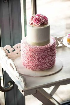 For those learning how to make a wedding cake, one of the biggest obstacles you will encounter is the icing. There is a multitude of cake ic. Pretty Cakes, Beautiful Cakes, Amazing Cakes, Tea Cakes, Cupcake Cakes, Cupcakes, High Tea Wedding, Buttercream Ruffles, Champagne Birthday