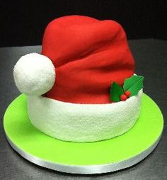 Simple and effective Santa hat cake for Christmas (Cake Decorating Graduation) Christmas Themed Cake, Christmas Cake Designs, Christmas Cake Decorations, Christmas Cupcakes, Christmas Sweets, Holiday Cakes, Noel Christmas, Christmas Baking, Xmas Cakes