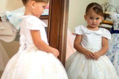 Vestidos para Daminhas: 18 Modelos para você se inspirar   Blog Site da Noiva - Vestido Pequena Dama   Foto: Carlos Henrique