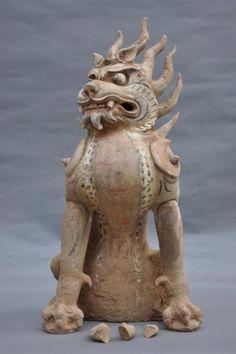 Zhenmushou (Tomb Guardian Beast).Tang dynasty (618–907 CE);Painted and gilt earthenware, 65.7 x 30 cm.Unearthed 2009, Tomb M2, Fujiagou Village,Lingtai County, Gansu Province.Lingtai County Museum, Pingliang