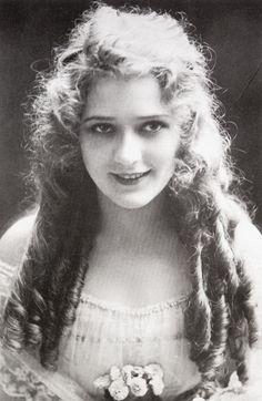 Mary pickford: Mary Pickford (April 8, 1892 - May 29, 1979)